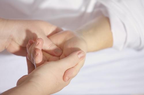 hands-1327811_1920.jpg